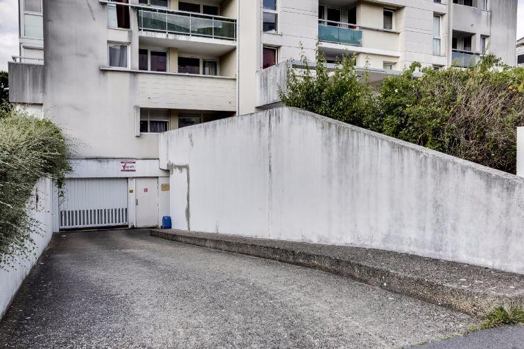 Location parking garage parking rue emile roux evry for Garage rue roux de brignoles marseille