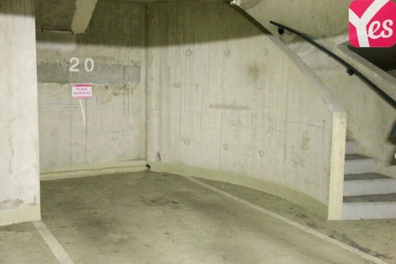 Location garage parking paris butte montmartre 18e for Garage mercedes paris 13
