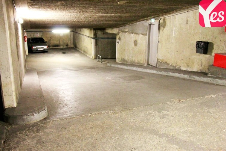 Location garage parking paris vaugirard 15e for Parking r porte de versailles